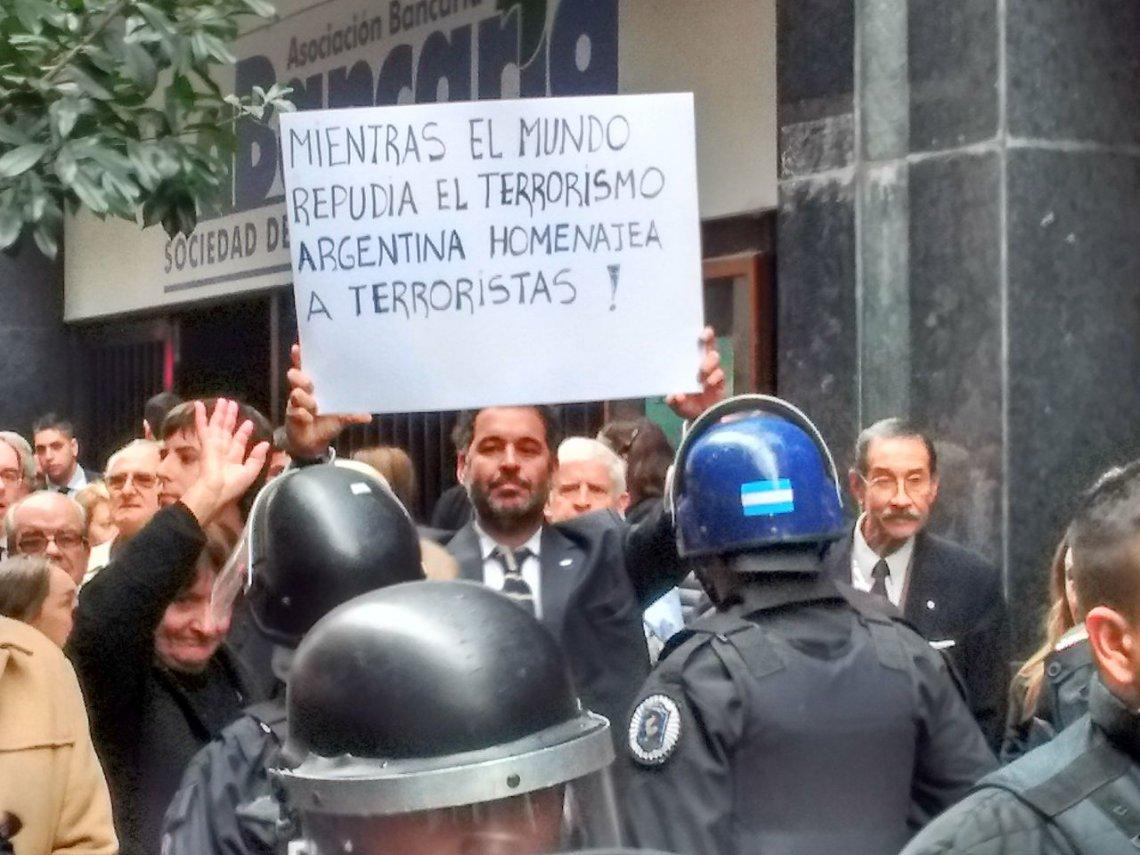 Incidentes entre familiares de represores y sindicalistas de ATE