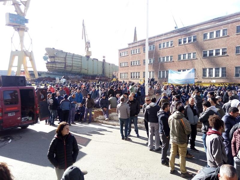 Más de mil trabajadores del Astillero Río Santiago se movilizaron al centro platense