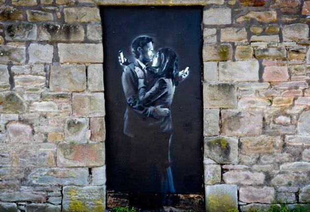 El Mural Quot Los Amantes Del M 243 Vil Quot De Banksy Vendido Por 667