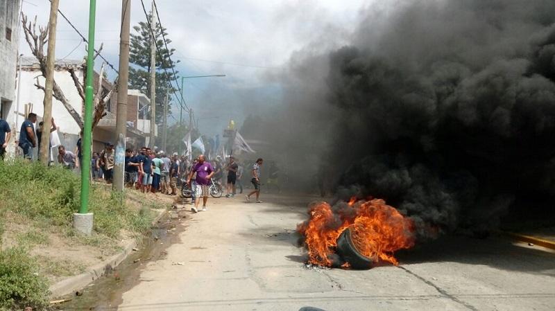 Campana: sigue el acampe por despidos de trabajadores de Bunge