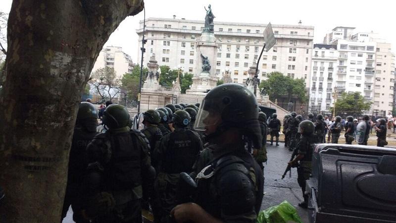 Gendarmería impide vigilia en el Congreso por la reforma