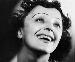 Edith Piaf, la que siempre siguió cantando