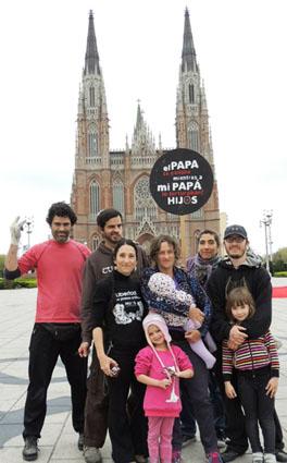 """""""El Papa se callaba mientras a mi papá lo torturaban"""" - HIJOS La Plata frente a la Catedral en la actualidad (Foto: Estela de La Cuadra)"""
