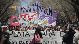 Marcha educativa en Mendoza - Drone - YouTube
