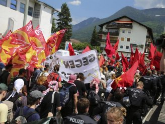 Thousands protest against the G7 in Germany