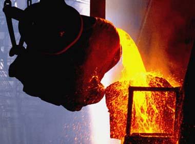 Caída en el precio del cobre pone en alerta al gobierno