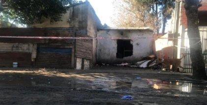 Conmoción en Ituzaingó: mueren cuatro niños y dos jóvenes en incendio de vivienda precaria