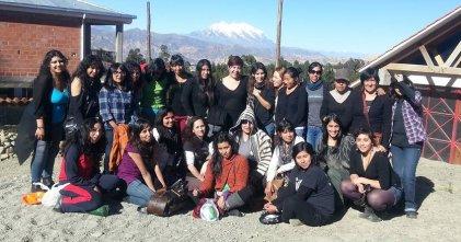 Mujeres debaten sobre feminismo y socialismo en las faldas del Illimani