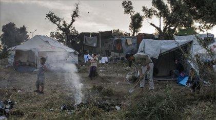 Mientras se expande el coronavirus, Europa mantiene hacinados a decenas de miles de refugiados