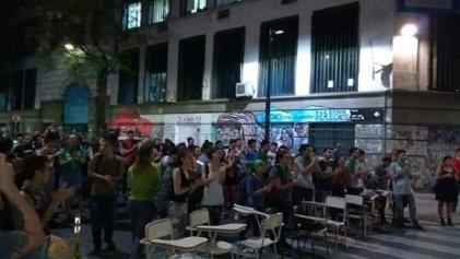 Asamblea en Filosofía y Letras UBA se sumó al ruidazo en Caballito