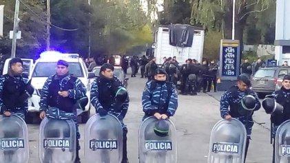 Fuerte operativo represivo alrededor de trabajadores de Cresta Roja