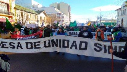 Santa Cruz: jornada de marcha de trabajadores estatales y estudiantes en lucha