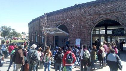 UNSAM: Los estudiantes de Ciencia y Tecnología se organizan para defender la universidad.