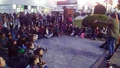UNLaM: En la universidad de Finocchiaro, los estudiantes nos ponemos de pie