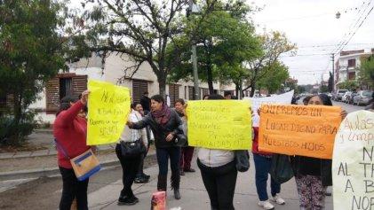 Colegio N° 2: otra protesta en Jujuy de familiares contra el traslado de sus hijos