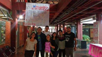 Estudiantes y docentes del CBC de Martínez se solidarizaron con los trabajadores de Mondelez