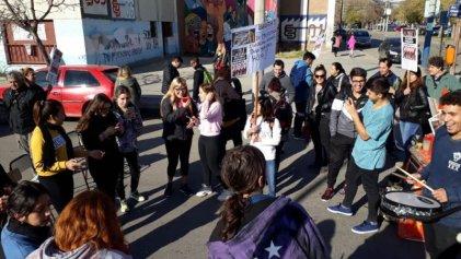 Neuquén: con cortes, estudiantes y docentes exigen solución a los problemas edilicios