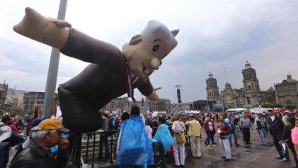 López Obrador reivindica a soldados y marinos desde el Zócalo