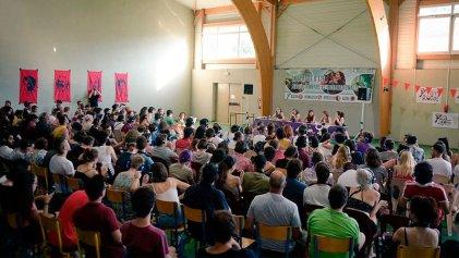 Cientos de jóvenes, mujeres y trabajadores de Europa participan en la escuela de verano internacionalista