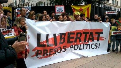 En Buenos Aires también se escuchó el reclamo contra la sentencia a los presos políticos catalanes