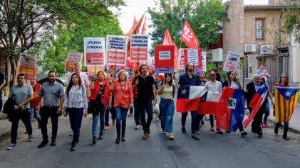 El FIT Unidad cerró su campaña en Córdoba frente al consulado de Chile