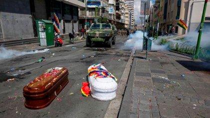 Brutal represión a manifestantes que llegaban a La Paz con ataúdes desde Senkata