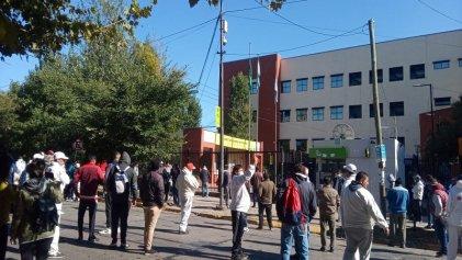 [Video] Quilmes: trabajadores de Penta reclaman en la municipalidad