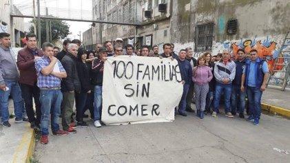 Textil Iberoamericana: los trabajadores anuncian medidas en la puerta de la fábrica