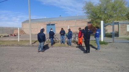 Trabajadores de empresa de mantenimiento de Neuquén reclaman contra despidos