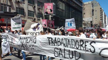 """Voces de residentes y médicos en la marcha: """"Es una lucha de todos"""""""