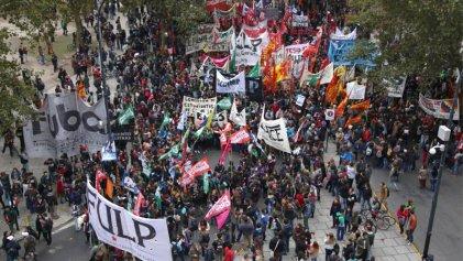 Miles de jóvenes le marcaron la cancha a Vidal y exigieron el boleto educativo gratuito