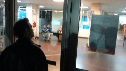 Barrabravas sitiaron la Facultad de Sociales durante el escrutinio
