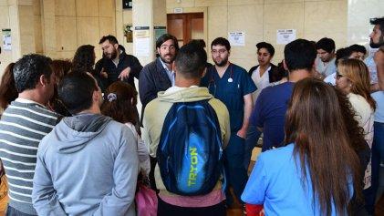 """Del Caño en el Posadas: """"Ustedes sostienen la Salud pública que el Gobierno desfinancia"""""""