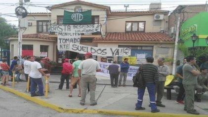 San Luis: trabajadores toman la municipalidad de Villa de Merlo