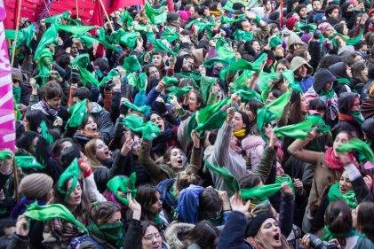 Tsunami verde y lágrimas celestes: crónica de un primer triunfo