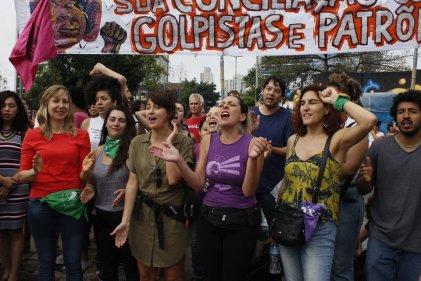 Bloque independiente de Pão e Rosas de Brasil en la manifestación contra Bolsonaro