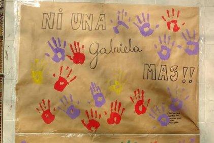 """Docentes de Lugano exigen """"#NiUnaMenos, justicia por Gabriela Villaroel"""""""
