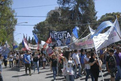 Neuquén: trabajadores estatales marcharon conta la reforma laboral y contra la represión