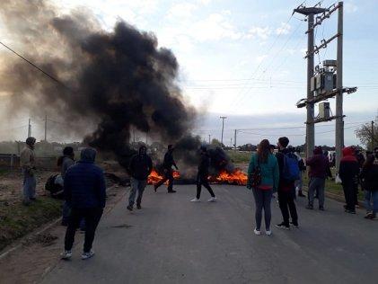 Bahía: las familias de Don Bosco cortan la calle en respuesta al amedrentamiento