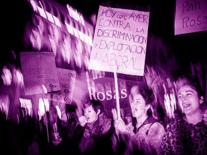 Miles de mujeres salen a las calles en el Estado español