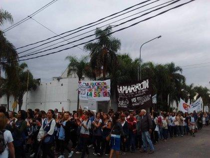 San Miguel: Masiva marcha docente contra el techo salarial de Vidal