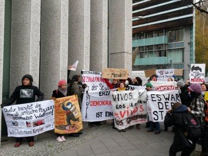 Manifestación frente a la embajada mexicana en Berlín