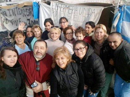 """""""Cuarto intermedio"""" luego de un mes de acampe de las enfermeras del Marzetti"""