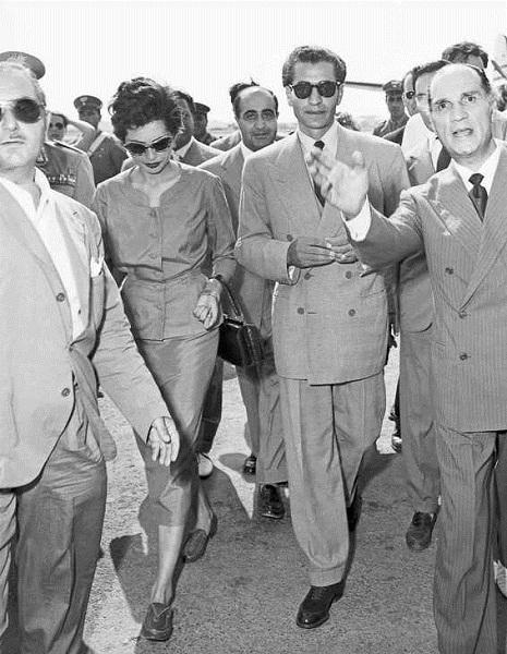 Lo Shah Mohammad Reza Pahlavi e sua moglie Soraya arrivano a Roma, 17 agosto 1953
