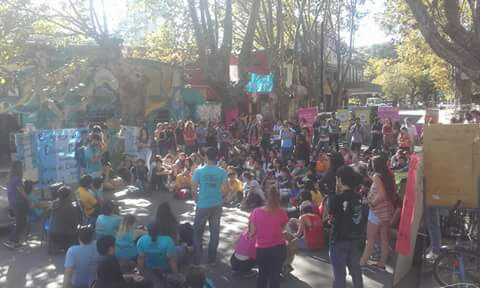 La Plata: Gran asamblea en Bellas Artes se pronuncia por el paro activo