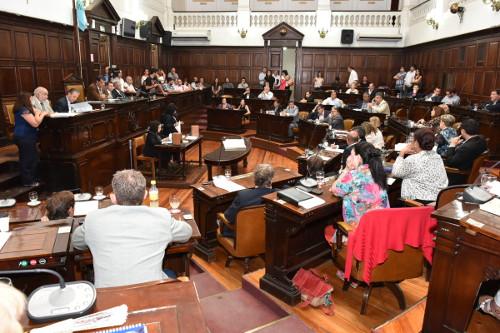 El Ejecutivo de Mendoza deberá informar sobre los despidos