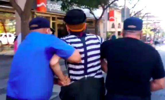 Catamarca: detienen a un artista por manifestarse en contra de una caravana prominera