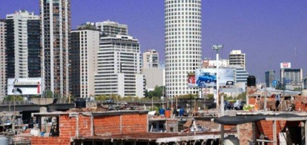 Hay 138.328 viviendas sin habitar en la Ciudad, donde miles duermen en la calle
