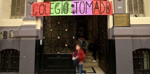 Toman el Pellegrini contra la designación de funcionario denunciado por violencia a los estudiantes