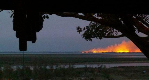 Otra vez fuego en las islas a la altura de Villa Constitución